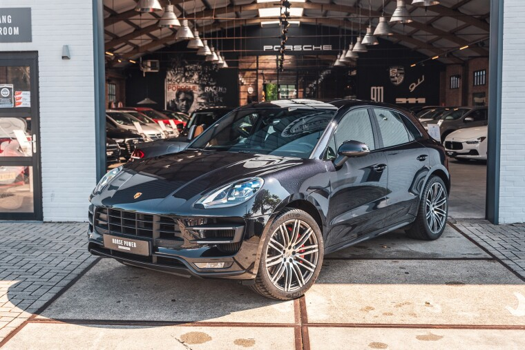 Foto van Porsche Macan 3.6 Turbo Performance Package 441 PK Pano * BOSE * Luchtvering *21 Inch *Sport-Chrono * PDLS
