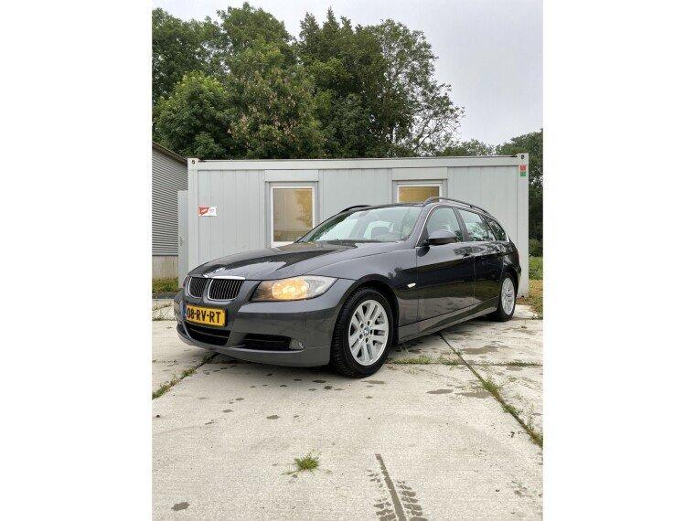 Foto van BMW 3 Serie Touring 325i Dynamic Executive
