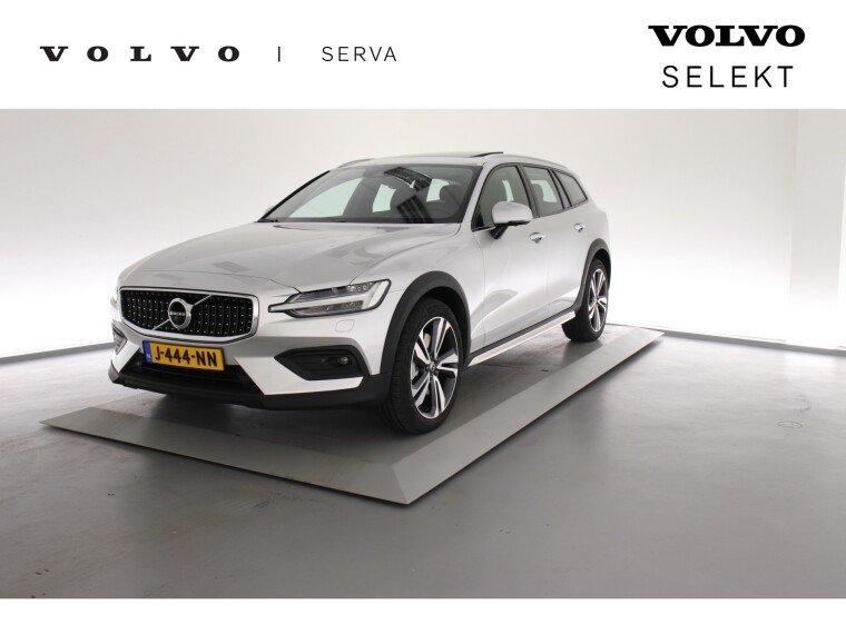 Foto van Volvo V60 Cross Country B5 AWD Pro / Full Option