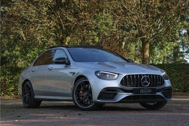 Foto van Mercedes-Benz E63 S AMG 4MATIC+ Incl. BTW l Ceramic l Panorama l HUD l Burmeister l 360 camera - Fabrieksgarantie tot 2023