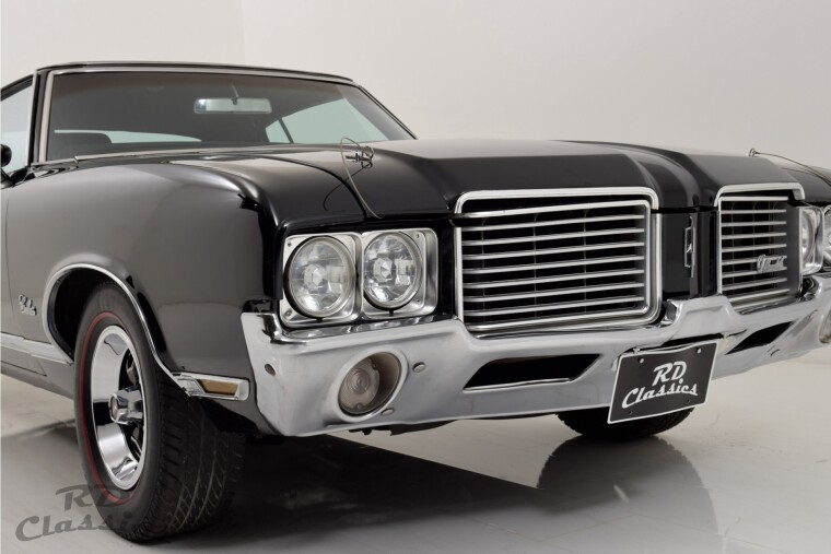 Oldsmobile Cutlass 2D Hardtop Coupe