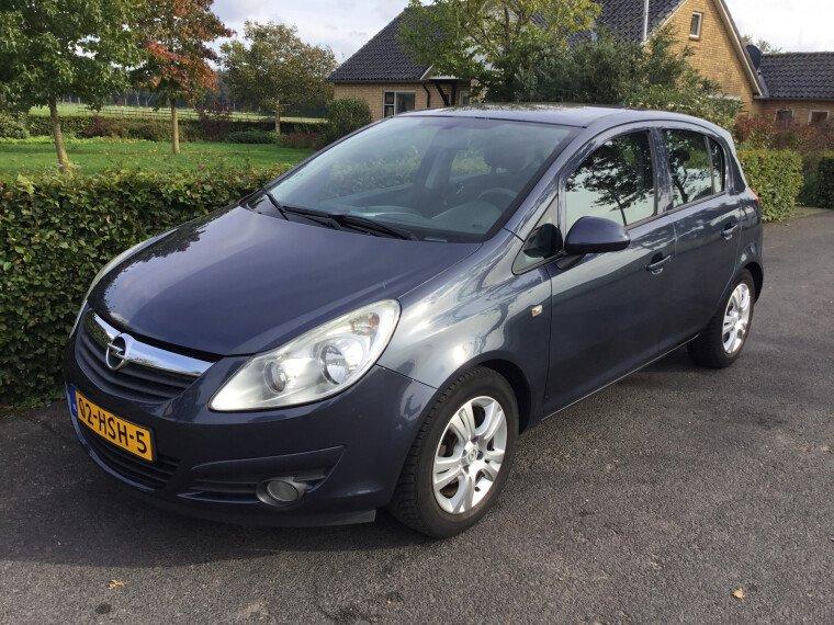 Foto van Opel Corsa 1.4-16V 90 PK Enjoy