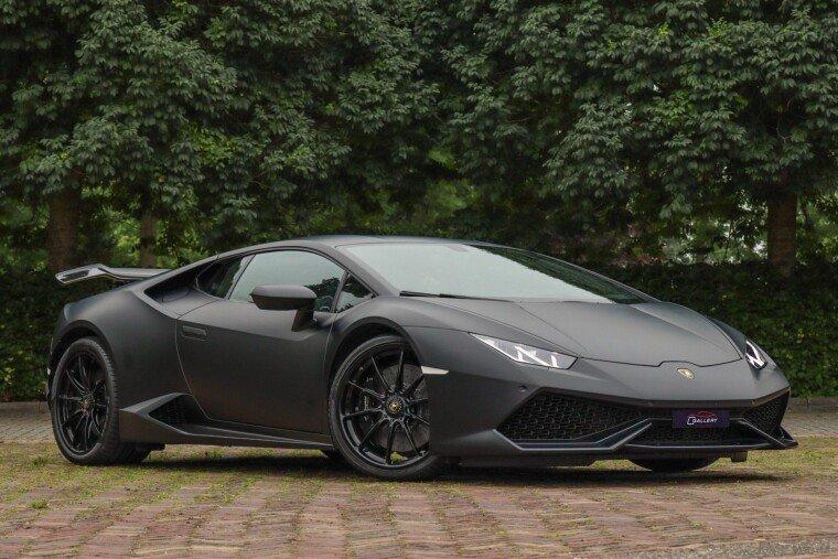 Foto van Lamborghini Huracan 5.2 V10 - Lift system l Carbon Ceramic brakes l Matt Black