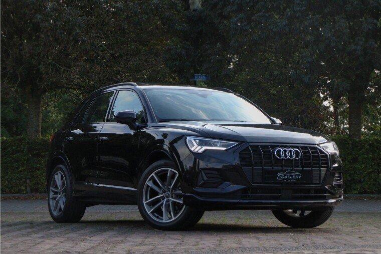 Foto van Audi Q3 35 TFSI Black Edition l Panorama l Camera l Alcantara Int.